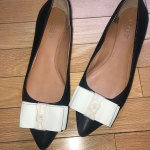 J. CREW WOMANS BLACK POINTY TOE WHITE BOW FLATS
